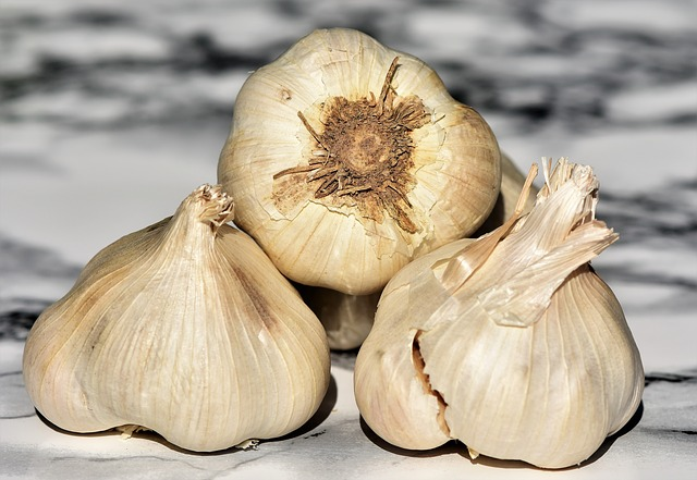 2 Simple Ways to Preserve Fresh Garlic Cloves